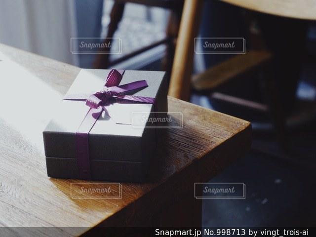 木製テーブルの写真・画像素材[998713]