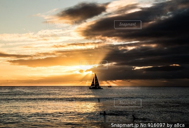 水の体に沈む夕日 - No.916097