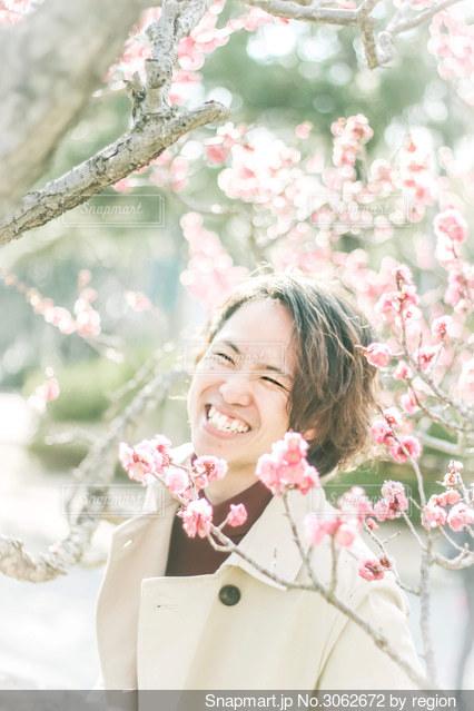 梅の中から笑顔満開。の写真・画像素材[3062672]