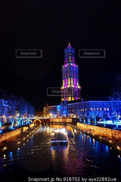 大きな橋が夜ライトアップの写真・画像素材[918702]