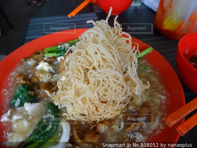 シンガポールのホーカーで食べた広東風あんかけ焼きそばの写真・画像素材[808052]