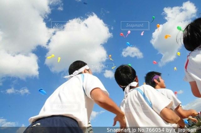 凧の飛行男の写真・画像素材[766054]