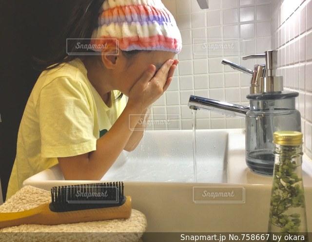 洗顔の写真・画像素材[758667]