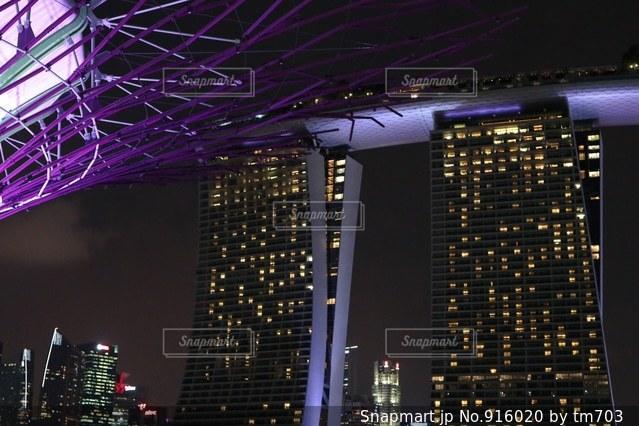 夜の街の景色の写真・画像素材[916020]