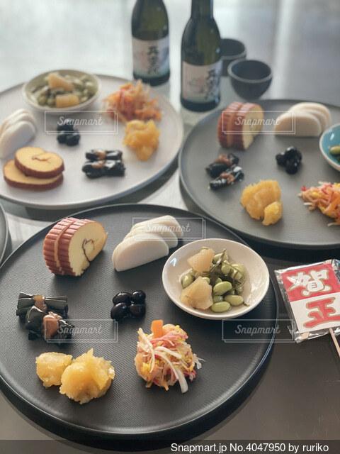 今年のおせちは皿盛りですの写真・画像素材[4047950]