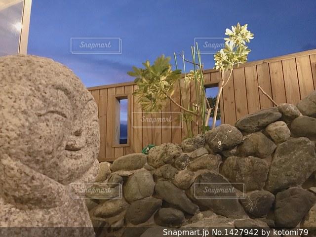大きな岩の像の写真・画像素材[1427942]