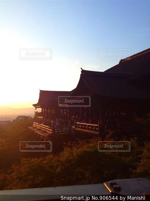夕暮れ時の清水寺の写真・画像素材[906544]