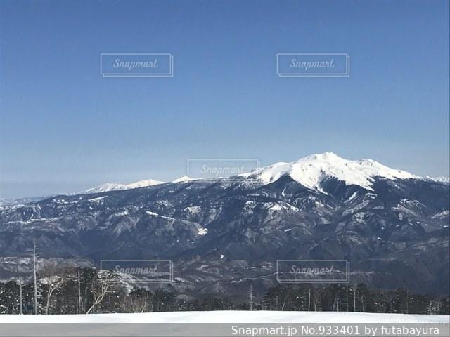 雪の覆われた山々 の景色の写真・画像素材[933401]