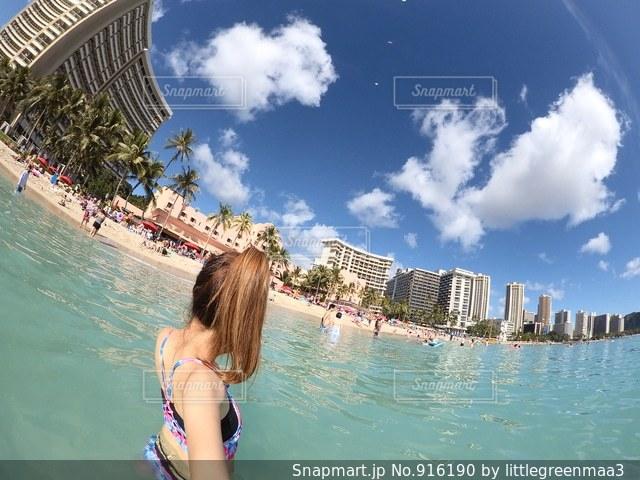 水のプールの女の子の写真・画像素材[916190]