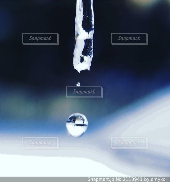水滴の写真・画像素材[2110941]