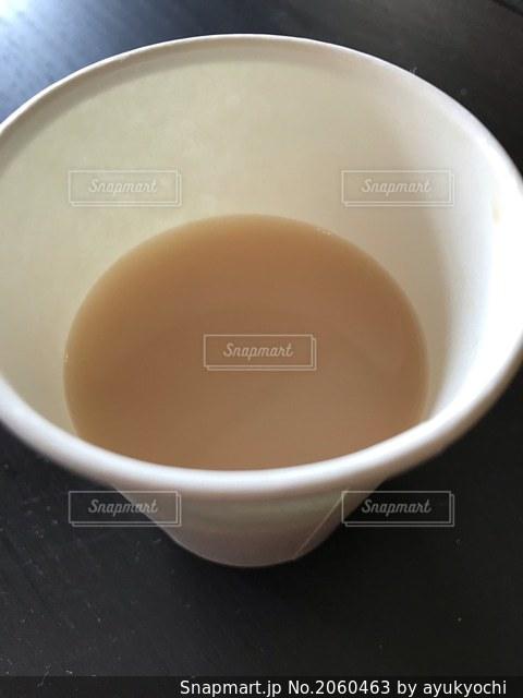 紙コップミルクティーの写真・画像素材[2060463]