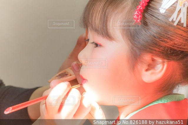 彼女の歯を磨く女性の写真・画像素材[826188]