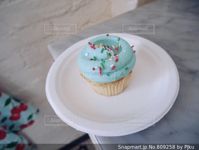 ミントグリーンのカップケーキの写真・画像素材[809258]