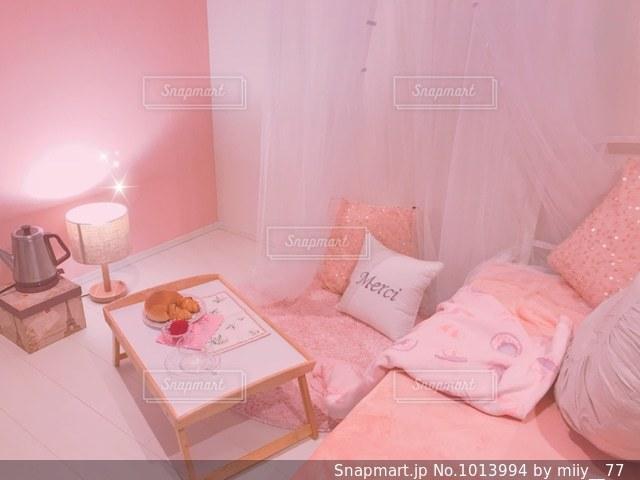 ピンク 部屋の写真・画像素材[1013994]