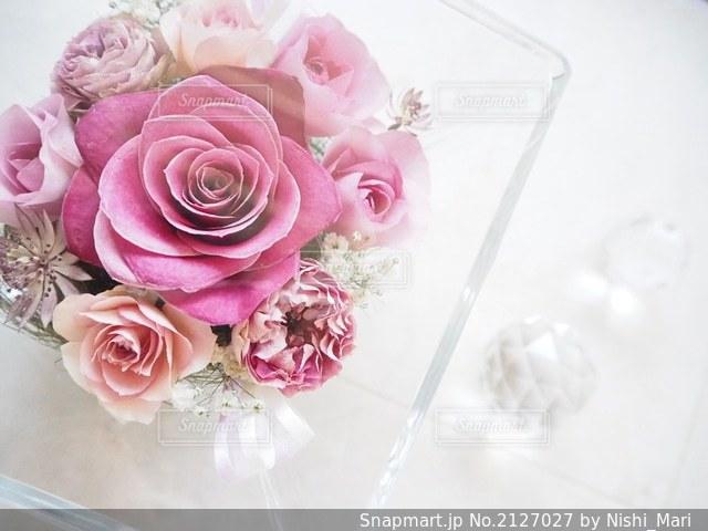 ピンクの花の花束の写真・画像素材[2127027]