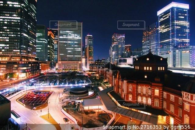 夜の街の眺めの写真・画像素材[2716353]