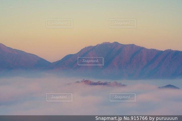 撮影はα7R2で。朝焼けの竹田城跡です。の写真・画像素材[915766]