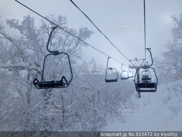 雪に覆われた車 - No.933472