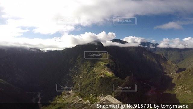 ペルー ワイナピチュ山 登山中に観える、マチュピチュ。 - No.916781