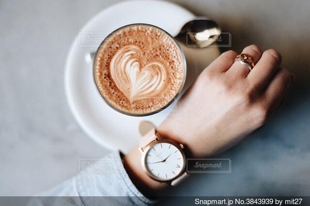 コーヒーと過ごす貴重な時間の写真・画像素材[3843939]