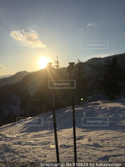 雪に覆われた斜面 - No.930624