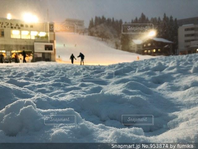 雪に覆われた斜面の写真・画像素材[953874]