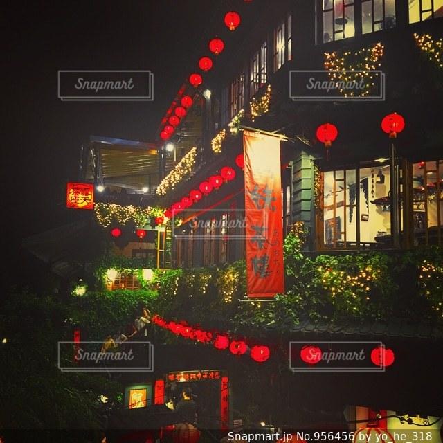 夜の赤信号の写真・画像素材[956456]
