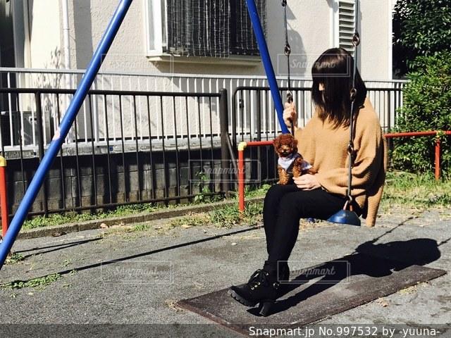 愛犬と公園への写真・画像素材[997532]