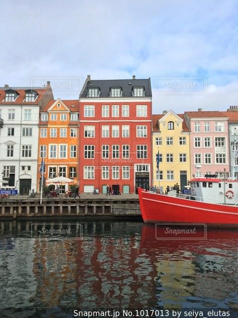コペンハーゲンの人気の観光地「ニューハウン」の写真・画像素材[1017013]