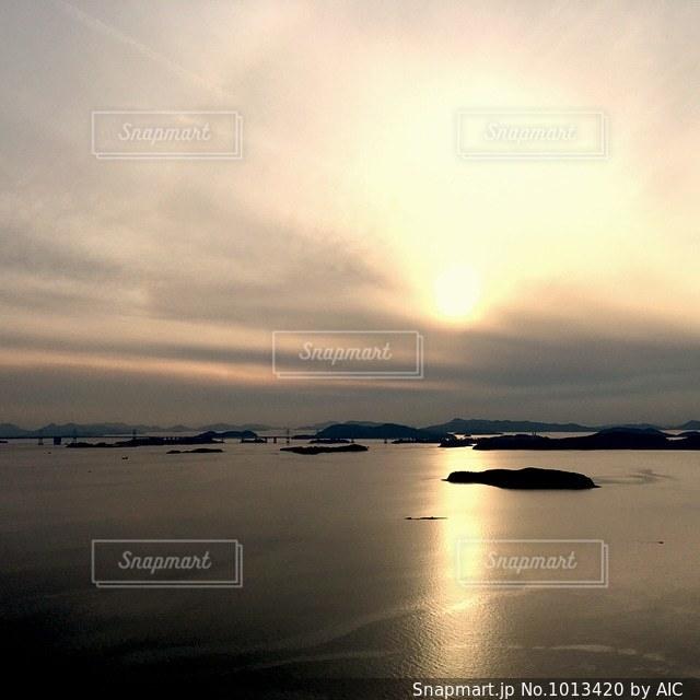 海に沈む夕日の写真・画像素材[1013420]
