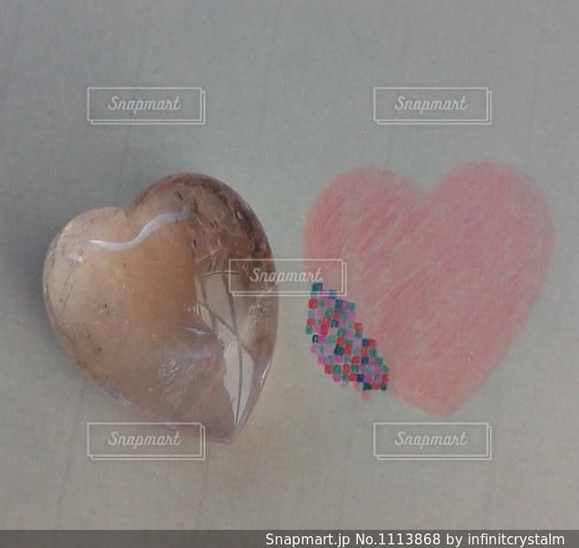 カラフルな砂の石の写真・画像素材[1113868]