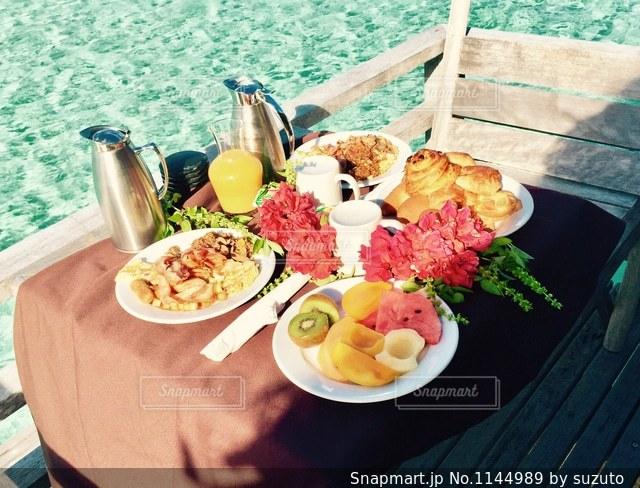 海の上での朝食の写真・画像素材[1144989]