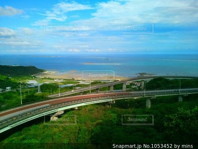 橋の上から眺めるニライカナイの写真・画像素材[1053452]