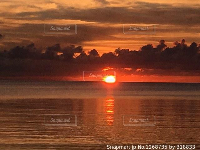 海に沈む夕日🏝の写真・画像素材[1268735]
