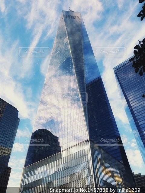 1ワールドトレードセンターに映る空の写真・画像素材[1467886]