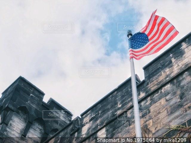 イースタン州立刑務所の星条旗と空の写真・画像素材[1975864]