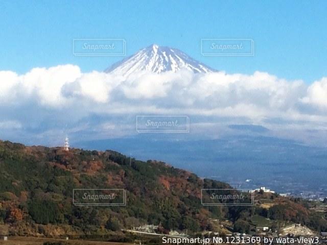 季節の変わり目の富士山の写真・画像素材[1231369]