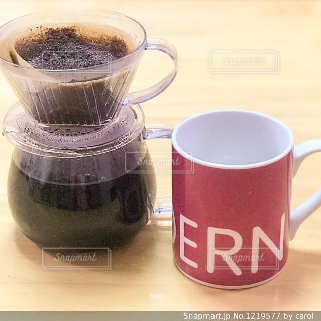 ドリップコーヒーとマグの写真・画像素材[1219577]