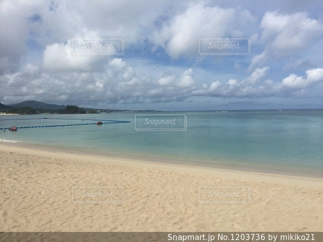 沖縄の素敵な砂浜のビーチの写真・画像素材[1203736]