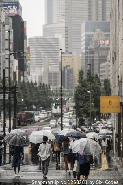 新宿と雨の写真・画像素材[1258281]