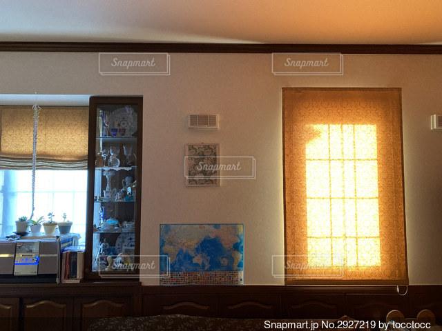 大きな窓のある部屋の写真・画像素材[2927219]
