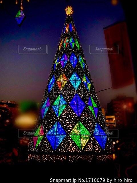 ライトアップされたクリスマスツリーの写真・画像素材[1710079]