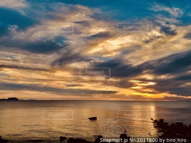 夕焼けゴールドの写真・画像素材[2017800]