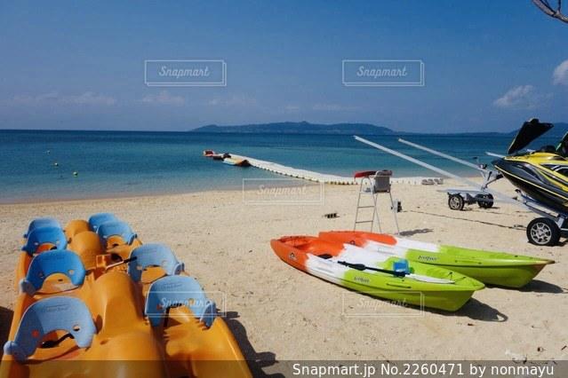 石垣島フサキビーチの絶景とカラフルなボートの思い出の写真・画像素材[2260471]