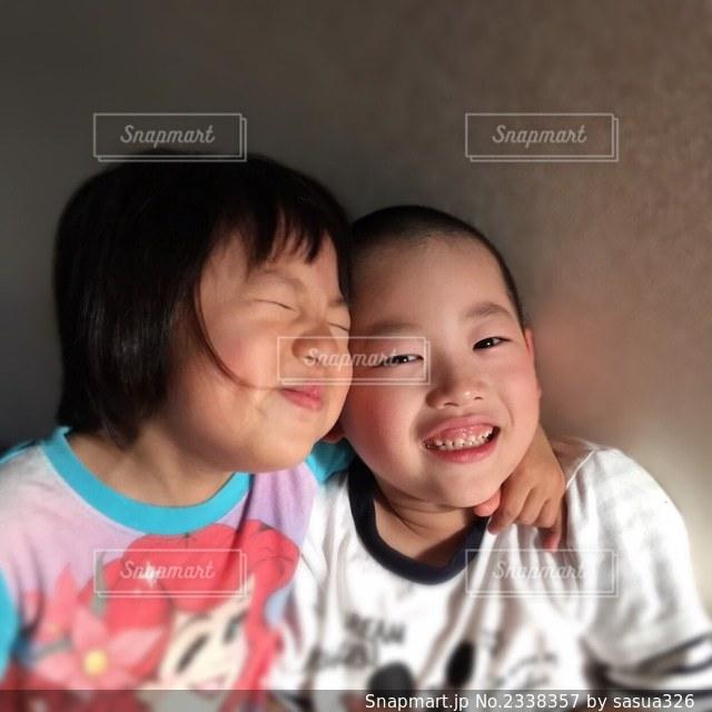 仲良し兄妹の写真・画像素材[2338357]