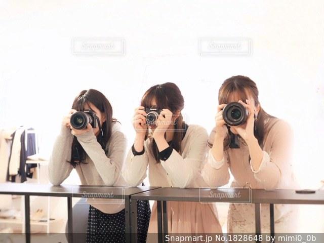 カメラ女子の写真・画像素材[1828648]