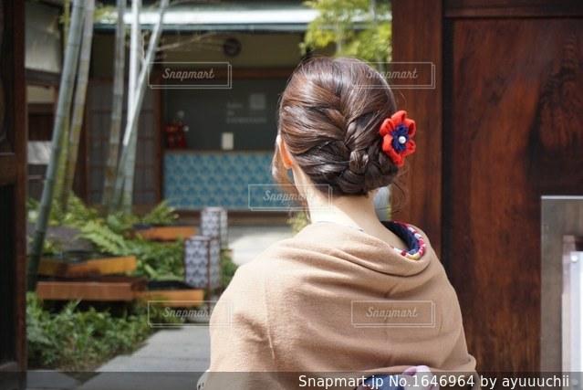 部屋に立っている女の子の写真・画像素材[1646964]