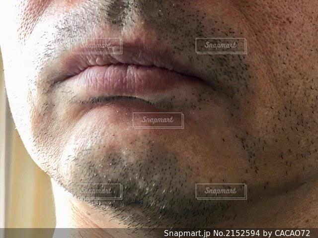 白髪混じりの顎ヒゲの写真・画像素材[2152594]