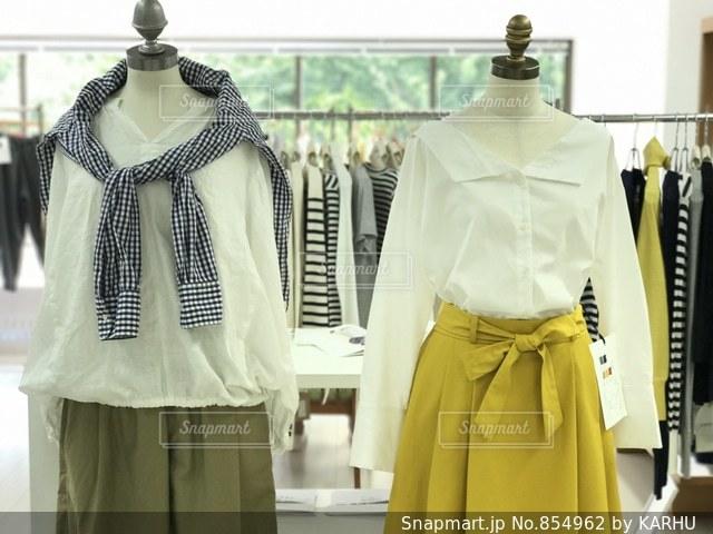 黄色のドレスの人の写真・画像素材[854962]