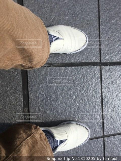 足元を見るの写真 画像素材 1810205 Snapmart スナップマート
